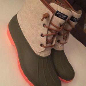 Women's 10 sperry duck boots